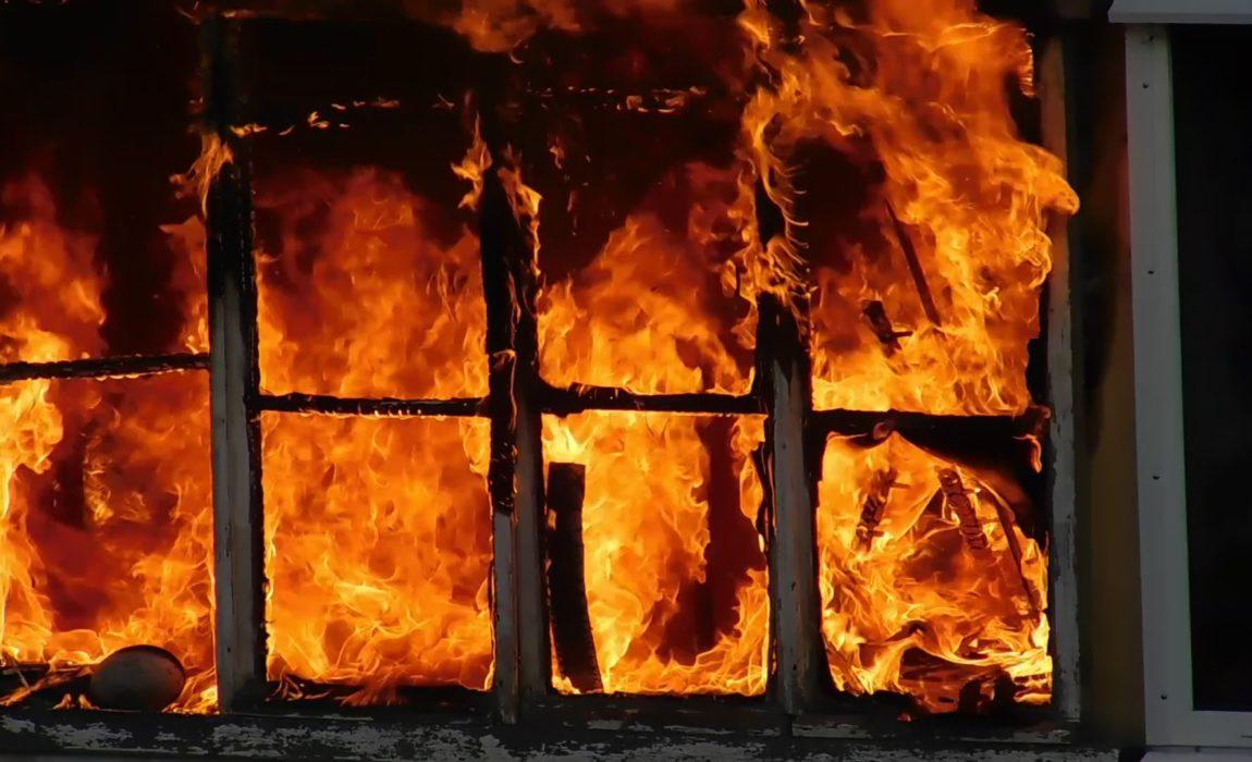 В результате пожара в Кап-д'Ай погибла женщина и ее двенадцатилетний ребенок